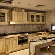 欧式暖色系厨房装修