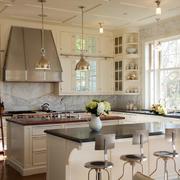 混搭风格厨房采用灯饰设计
