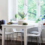 一室一厅简约餐厅餐桌设计