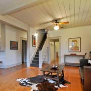 美式复式楼客厅原木地板设计