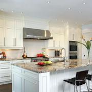 美式简约开放式厨房装修