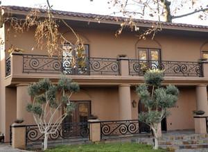 美式两层小别墅铁艺围栏