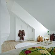 简约风格阁楼卧室装饰