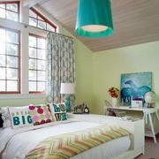 简约风格阁楼卧室设计