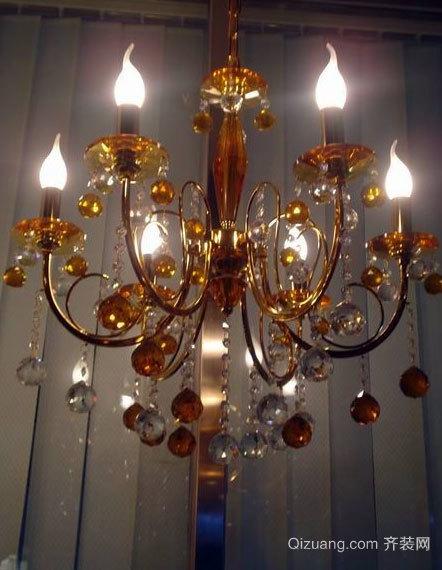 闪闪发光的客厅水晶灯饰装修效果图