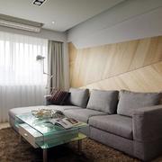 老屋客厅沙发原木背景墙