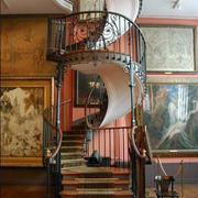 大型花样式旋转楼梯设计