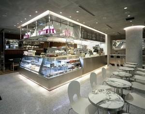 甜到心坎里:时尚甜品店铺面装修效果图