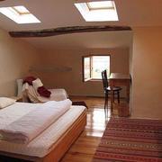 后现代简约风格阁楼卧室天窗设计