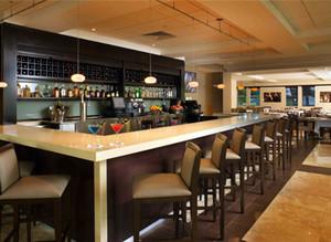西餐厅长形吧台装饰