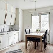 后现代风格餐厅原木餐桌设计