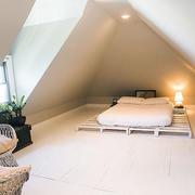 斜顶阁楼简约卧室设计