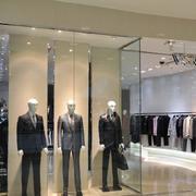 简约风格服装店玻璃隔断设计