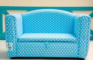 端正坐姿的儿童卡座沙发装修效果图
