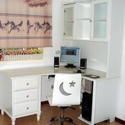 简约白色电脑桌装饰