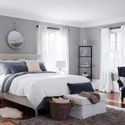 后现代风格灰白色卧室飘窗设计