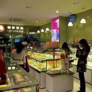 蛋糕店玻璃货架装饰