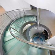 大型别墅旋转楼梯装修