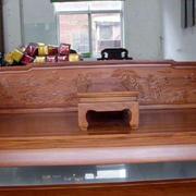中式客厅原木雕刻床饰装修