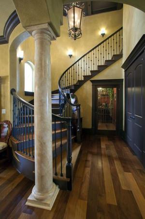 别墅旋转式楼梯装饰