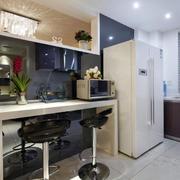 后现代风格厨房长吧台装饰