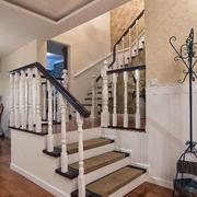 别墅木制小楼梯