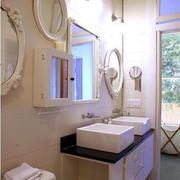 欧式简约风格卫生间镜饰效果图