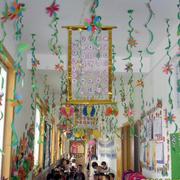 幼儿园吊饰彩带装修
