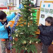 幼儿园教室圣诞树装饰