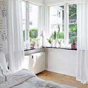 公寓简约卧室飘窗