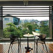 复式楼阳台铁制桌椅设计