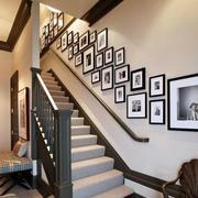 简约风格楼梯相框设计