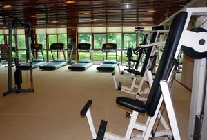 大型健身房原木吊顶设计