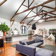 阁楼客厅原木吊顶