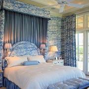 青花瓷花纹卧室背景墙