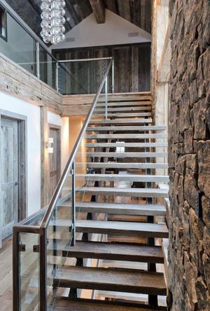 安全与美观并存:2015精致室内不锈钢楼梯扶手装修效果图实例欣赏
