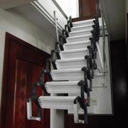 简约白色地下室伸缩楼梯