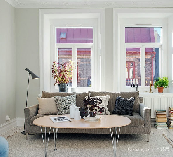 添加温暖:冷色系低调客厅家居地毯装修效果图欣赏