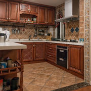 别墅原木厨房装修