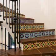 简约带花纹楼梯设计