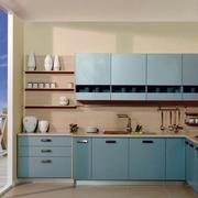 浅蓝色L型橱柜设计