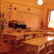 原木色教室桌椅设计