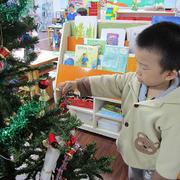 幼儿园图书馆圣诞装饰