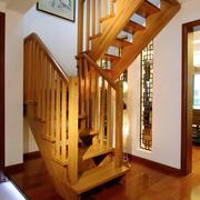 中式原木色楼梯装饰