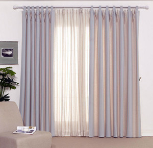 卧室浅粉色窗帘装修