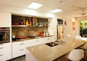 邂逅奢华:专为别墅设计的大型欧式经典厨房装修效果图