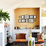 阁楼客厅照片墙设计