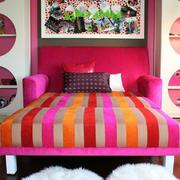亮色儿童房床头设计