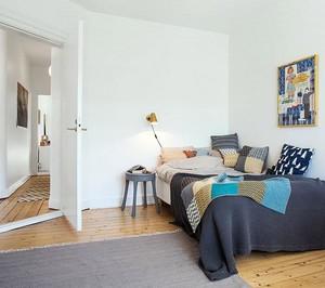 与众不同的体验 小卧室独特床头柜装修效果图