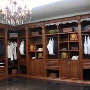 中式原木材料衣帽间